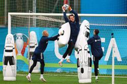 Russia complain to UEFA over Ukraine kit with Crimea on