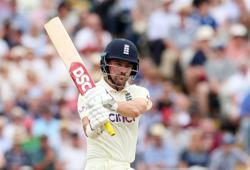 Cricket-Burns, Lawrence keep England afloat against New Zealand