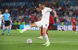 Soccer-Italy's Chiellini, Bonucci have great charisma: Spinazzola