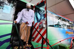 Annuar: Mobile trucks to vaccinate market traders, workers, hawkers