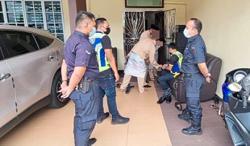 Cops surprise guests at wedding