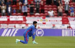 Soccer-English FA implore fans not to boo players who 'take a knee'
