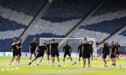 Soccer-Czechs eager to snap decade-long winless run against Scotland