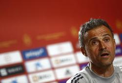 Soccer-Luis Enrique urges all Spain players to be leaders against Sweden