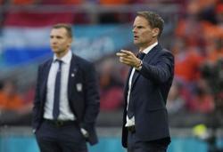 Analysis-Soccer-Risky business for De Boer brings reward for Netherlands