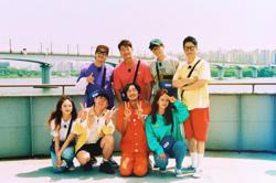 Lee Kwang-soo bids farewell to 'Running Man': 'Thank you for running with me'