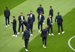 Soccer-No Tierney in Scotland team to face Czech Republic