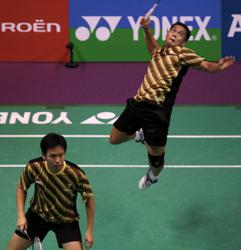 Former Olympics champ Markis dies after collapsing while playing badminton
