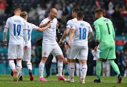 Soccer-Schick stunner for Czechs leaves Scotland reeling