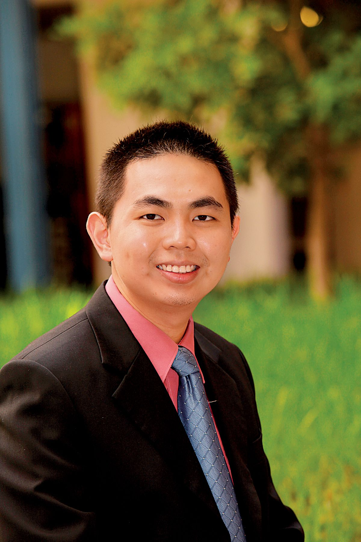 An illustrious Dip Bus graduate, Dr Kelvin Tan is currently associate professor of finance at the University of Queensland.