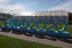Soccer-Euro 2020 host city St Petersburg tightens COVID curbs as cases rise
