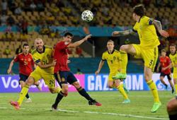 Soccer-Spain stifled as Swedes grind out grim 0-0 draw