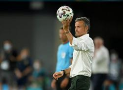 Analysis-Soccer-Striking issues to address for Spain