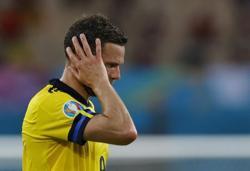 Soccer-Sweden players back Berg after social media abuse