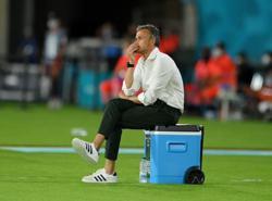 Soccer-Spain point finger at La Cartuja pitch after Sweden stalemate