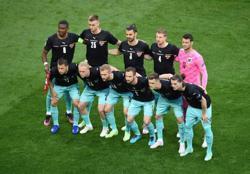Soccer-Dutch, Austria look to build on winning starts