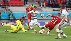 Soccer-Portugal's record-breaking Ronaldo sinks battling Hungary