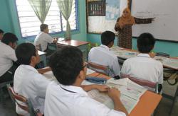 Prioritise vaccination for teachers before reopening schools, urge educators