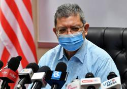Saifuddin: 1, 500 media personnel to receive first dose of vaccine this week