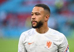 Soccer-Depay wants to go to Barcelona but says 'wait and see'