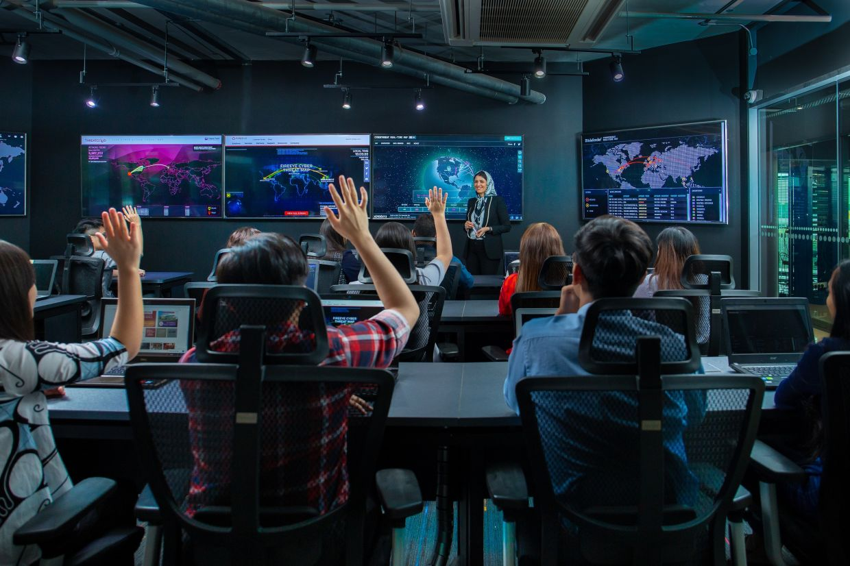APU is equipped with world-class infrastructure, one such facility is the CyberSecurity Talent Zone (CSTZ) – the first of its kind integrated cybersecurity talent zone in Malaysia.