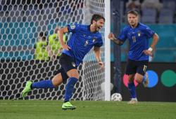 Soccer-Unexpected Italy hero Locatelli leaves Mancini with welcome conundrum