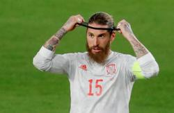 Soccer-Ramos surprised at lack of offer from Real Madrid after tearful farewell