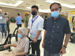 Centenarian gets vaccinated, thanks to Ipoh Timur MCA team