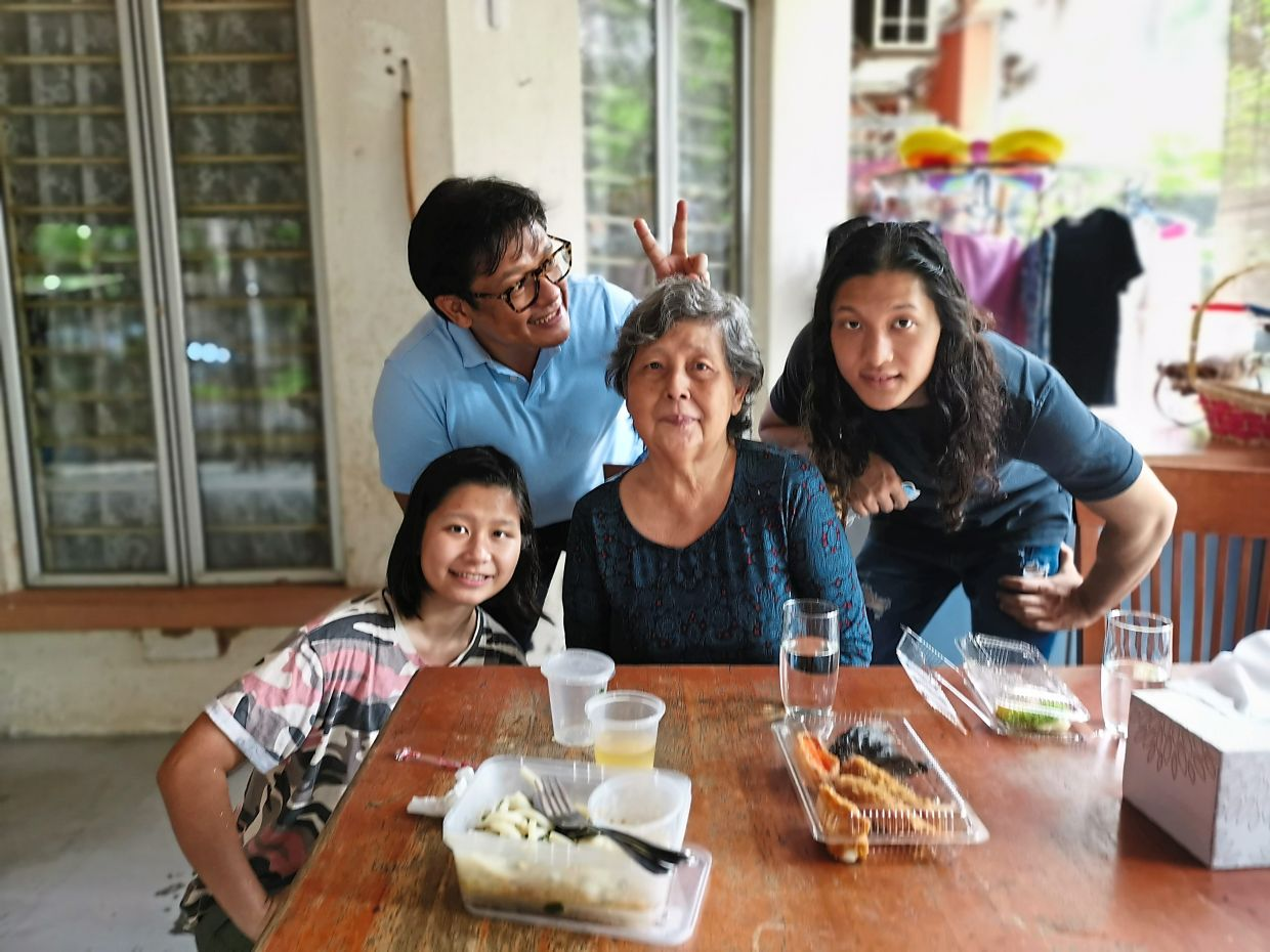 Sharizan (second from left) and his daughter Kaylin and son Kayden visiting their grandmother. Photo: Sharizan Borhan
