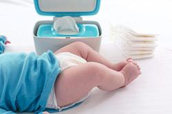 Dealing with diaper rash on baby's bottom