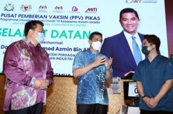 Over 300,000 workers registered under Pikas so far, says Azmin