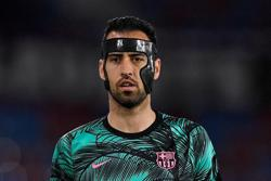 Soccer-Busquets returns to Spain squad after negative test