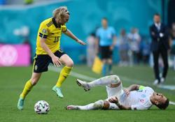 Soccer-Forsberg fires Sweden to top of group in win over Slovakia