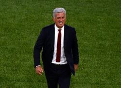 Soccer-Switzerland's under-fire coach seeks support in open letter