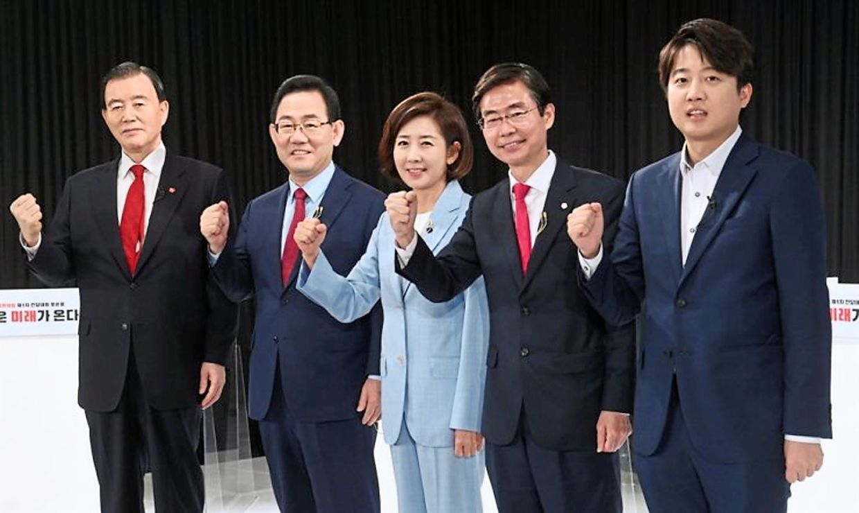 Lee (far right) with the other candidates running in the main opposition People Power Party's chairmanship election earlier this month.