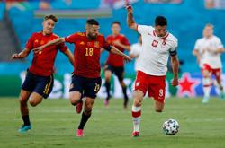 Analysis: Laboured Spain proving a tough watch for home fans