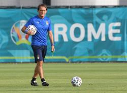 Italy coach Mancini rings the changes for visit of Wales