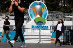 Soccer-UEFA probes discrimination at Budapest games, halts rainbow armband review