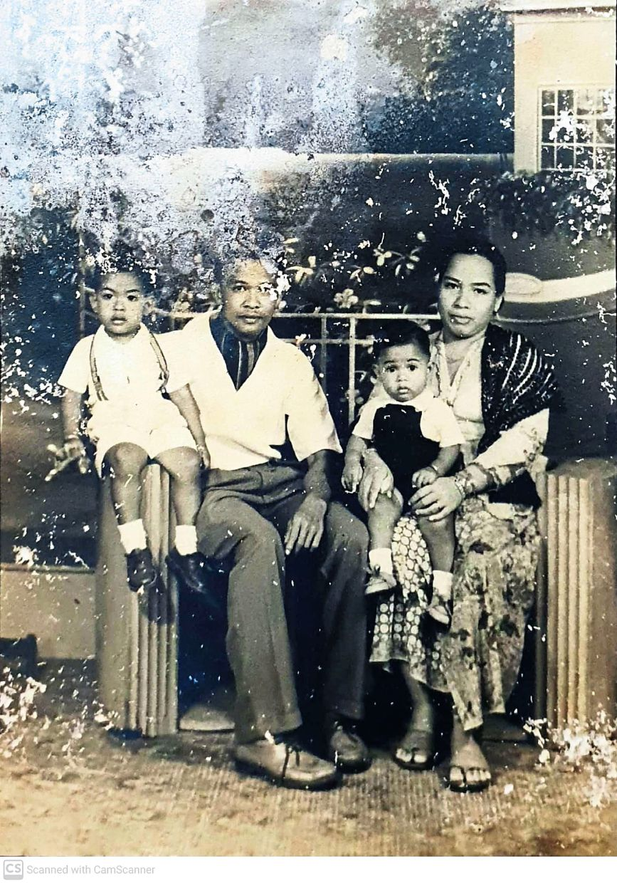 Edrus (second from left) was a good cook who taught Johari (extreme left) to make some of his favourite dishes. Here, the family is pictured in a photo dating back to 1959, when Johari was just four years old. — Photos: JOHARI EDRUS