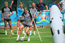 Denmark look to seize chance against Russia