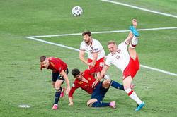 Spain's lack of creativity proving a tough watch for fans