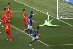 Soccer-New-look Italy beat Wales as both teams advance to last 16