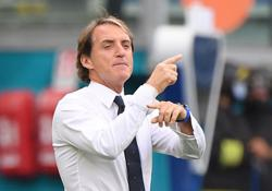 Soccer-Italy's winning 'product' doesn't change, says Mancini