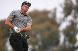 Golf-Hitting it sideways, U.S. Open remains elusive for Mickelson