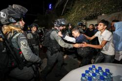 Israeli police attack families in Jerusalem's Sheikh Jarrah neighbourhood