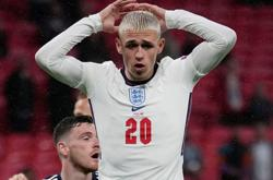 Soccer-England players agree 'blond bet' with Foden