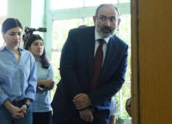 Acting Armenian PM holds power, cements authority despite military defeat