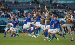 Soccer-Fairy tale Italy create a buzz and belief with Euros exploits