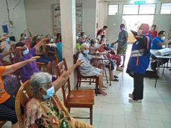 Using volunteers to help gain senior citizens' trust