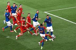 Italy like a flexible Ferrari